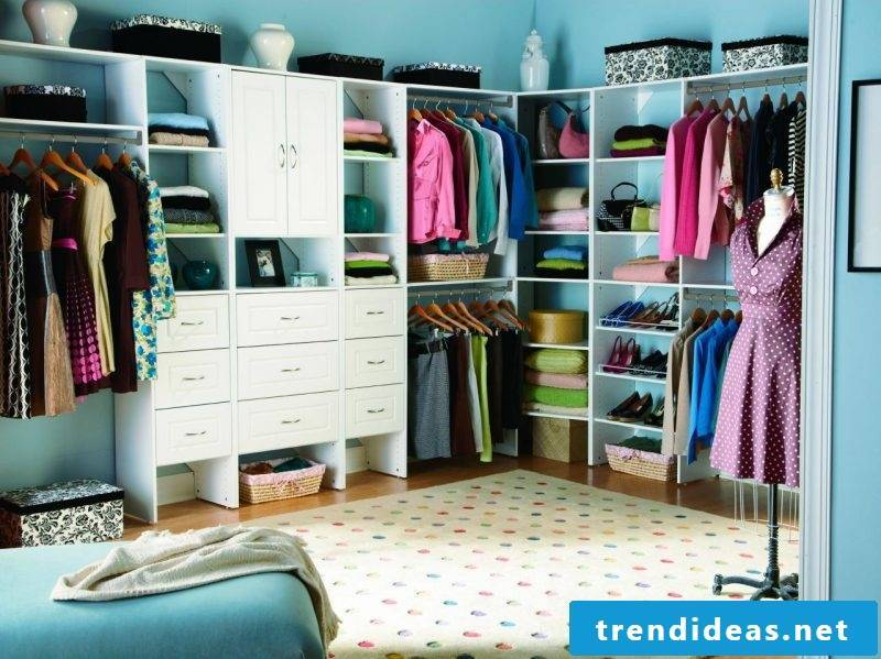 Wardrobe systems country style