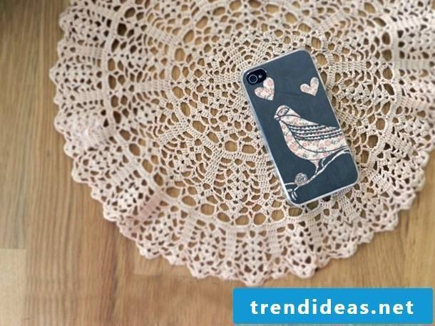 Mobile phone case design: The glamor of the vintage look