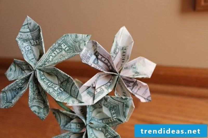 three bank note flowers