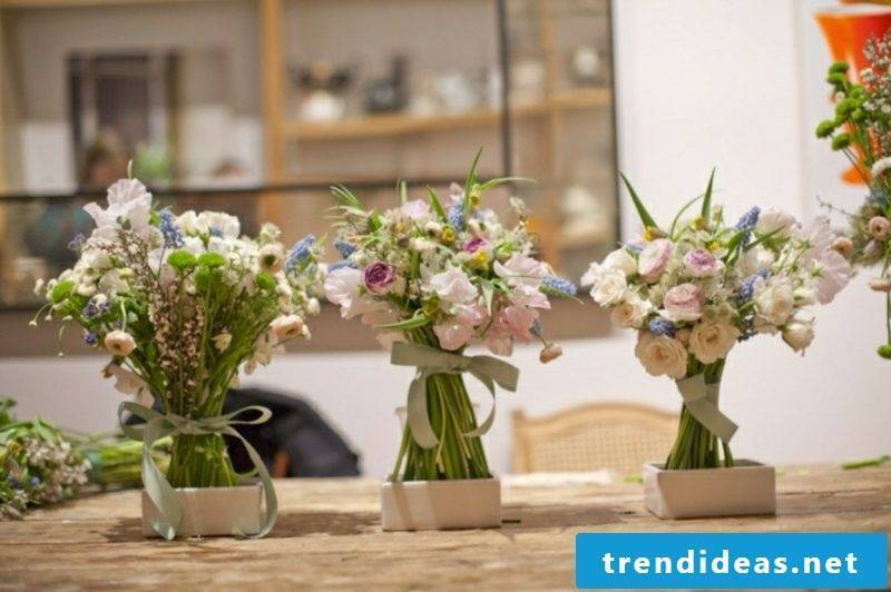 Flower arrangements arrange depending on the season