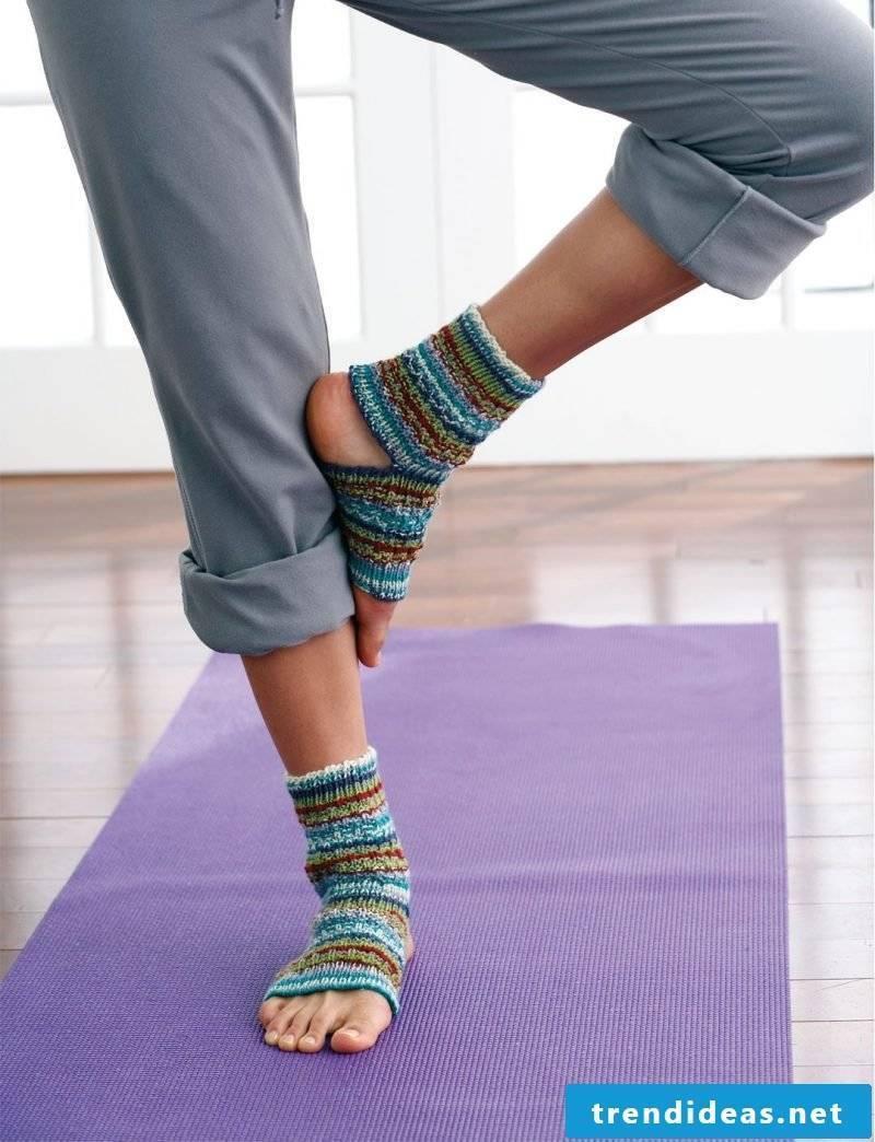 Knitted pattern for socks for yoga training