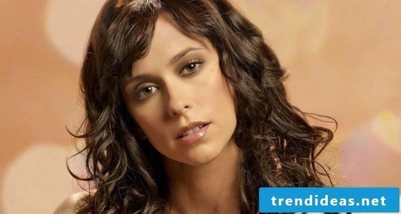 brown hair nuance chocolate brown Jennifer Love Hewitt curly hairstyle