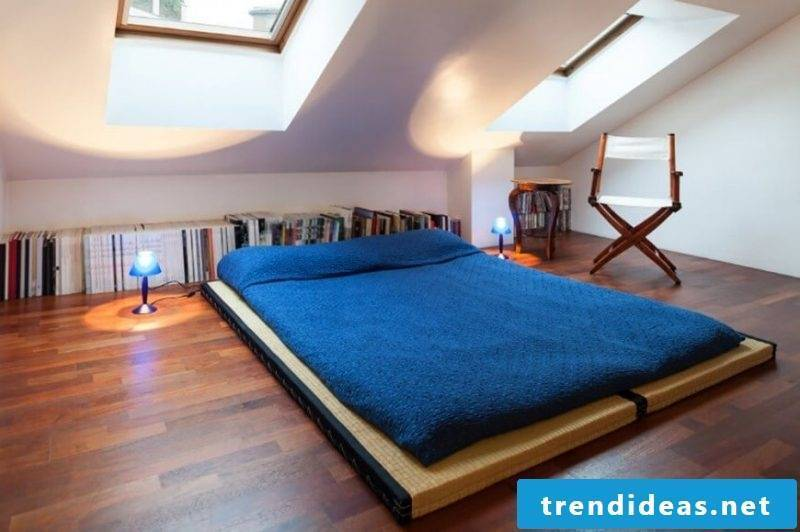 Bed without headboard roofing