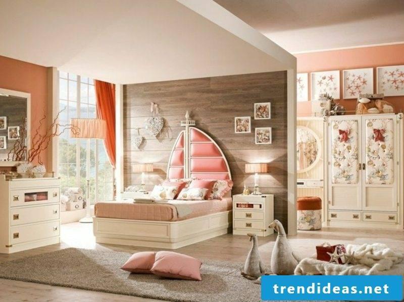 Bedroom set up maritime furniture