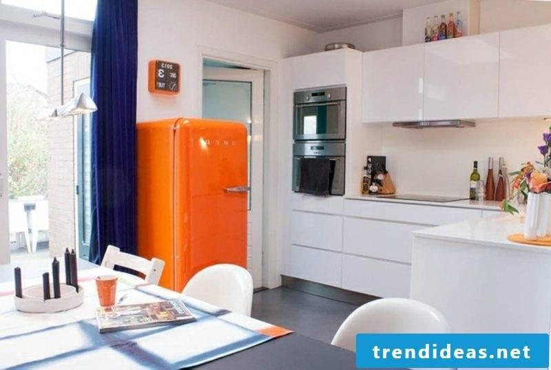 Bosch retro fridge as an accent in the kitchen
