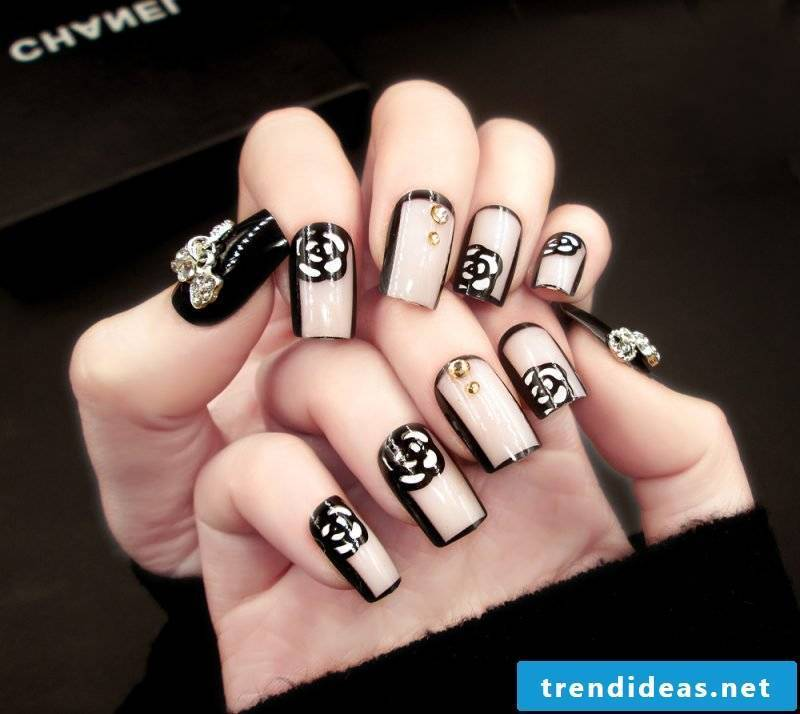 Fingernail Design Chanel