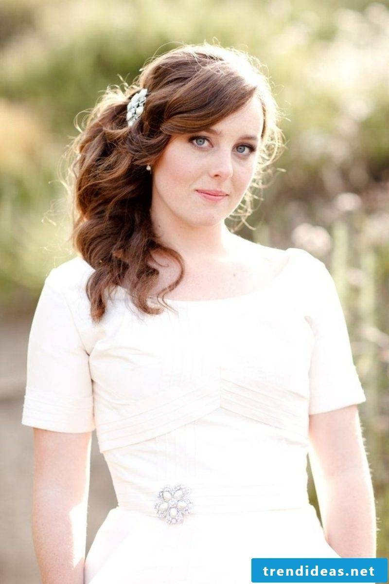 Bridesmaids hairstyles simple curly hairstyle