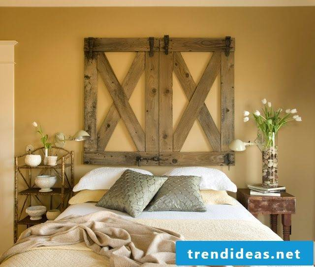 Headboard of a pallet as decoration