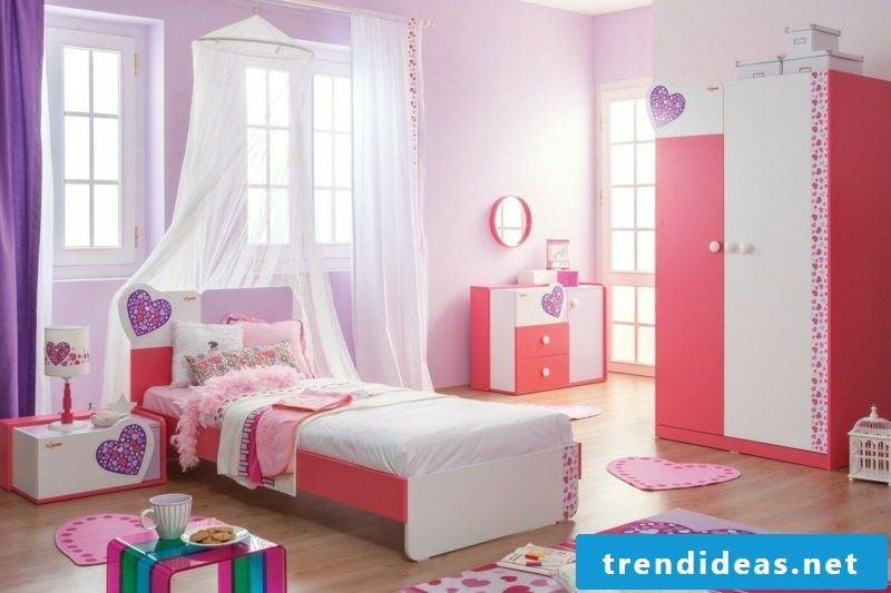 Child bed growing up with girl