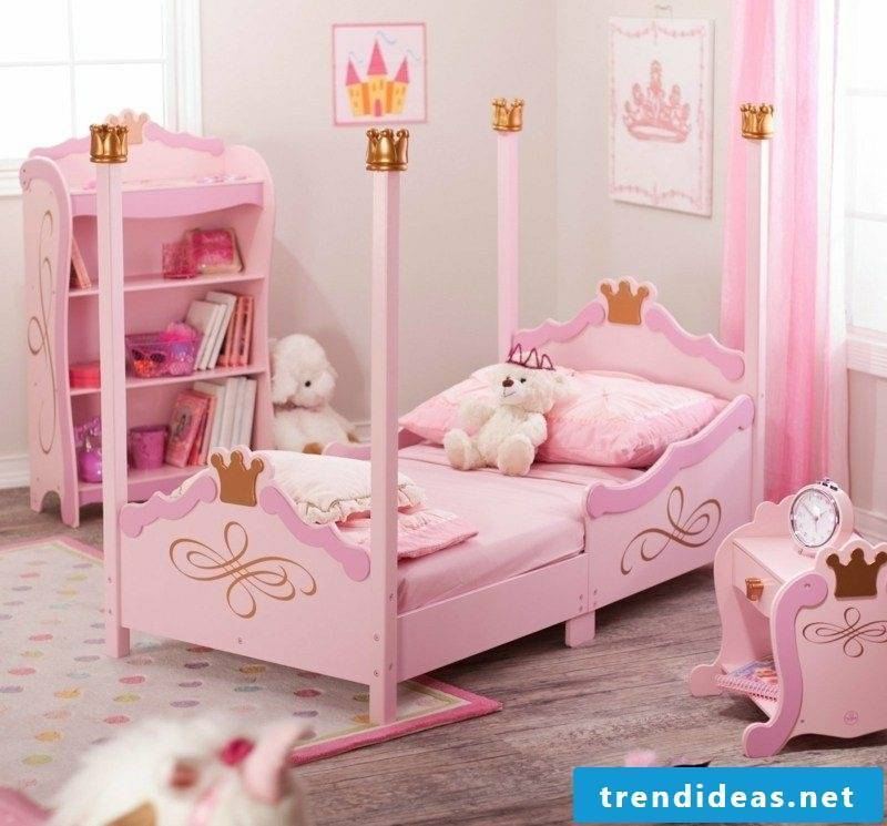 Child bed growing up with pink girl