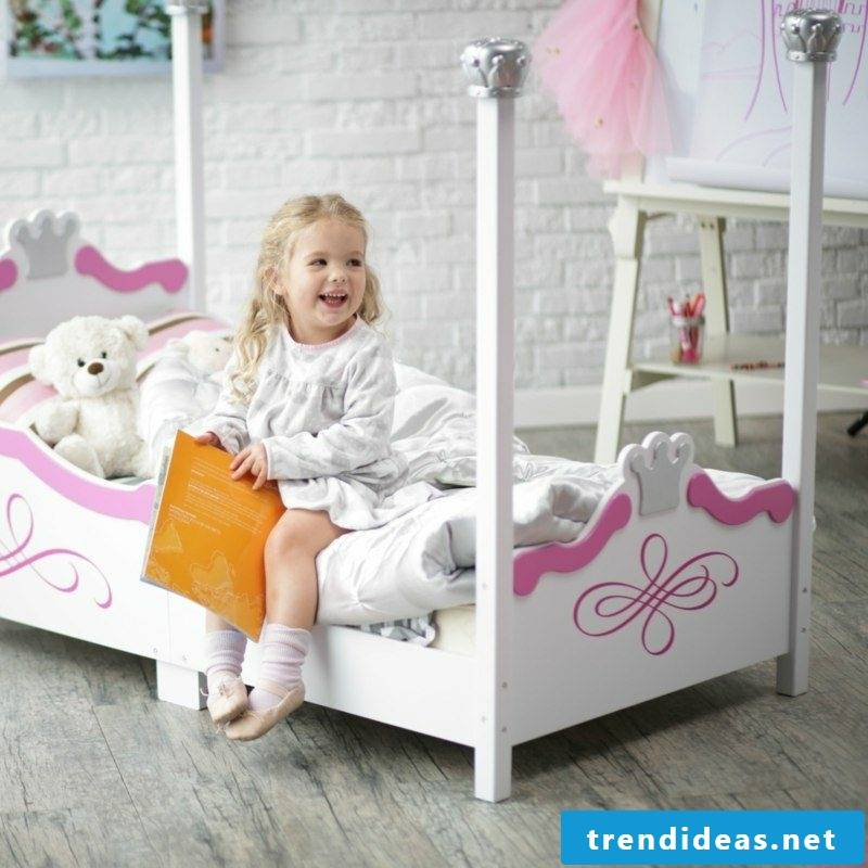growing baby bed girl