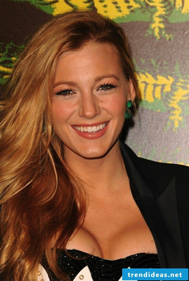 Beige blond hair color Blake Lively