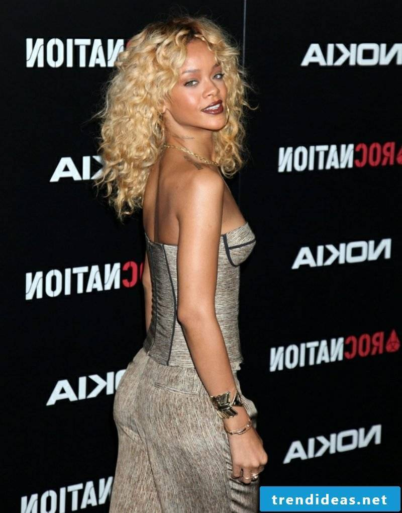 Hair blond Rihanna