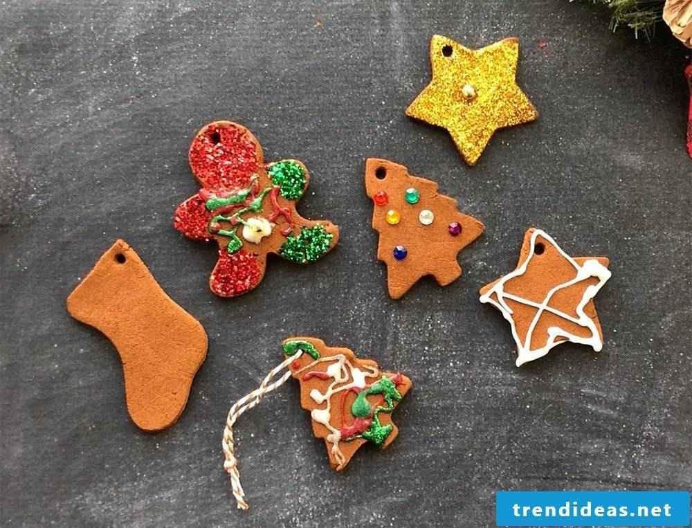 Christmas crafts with children - Christmas tree decorations made of cinnamon