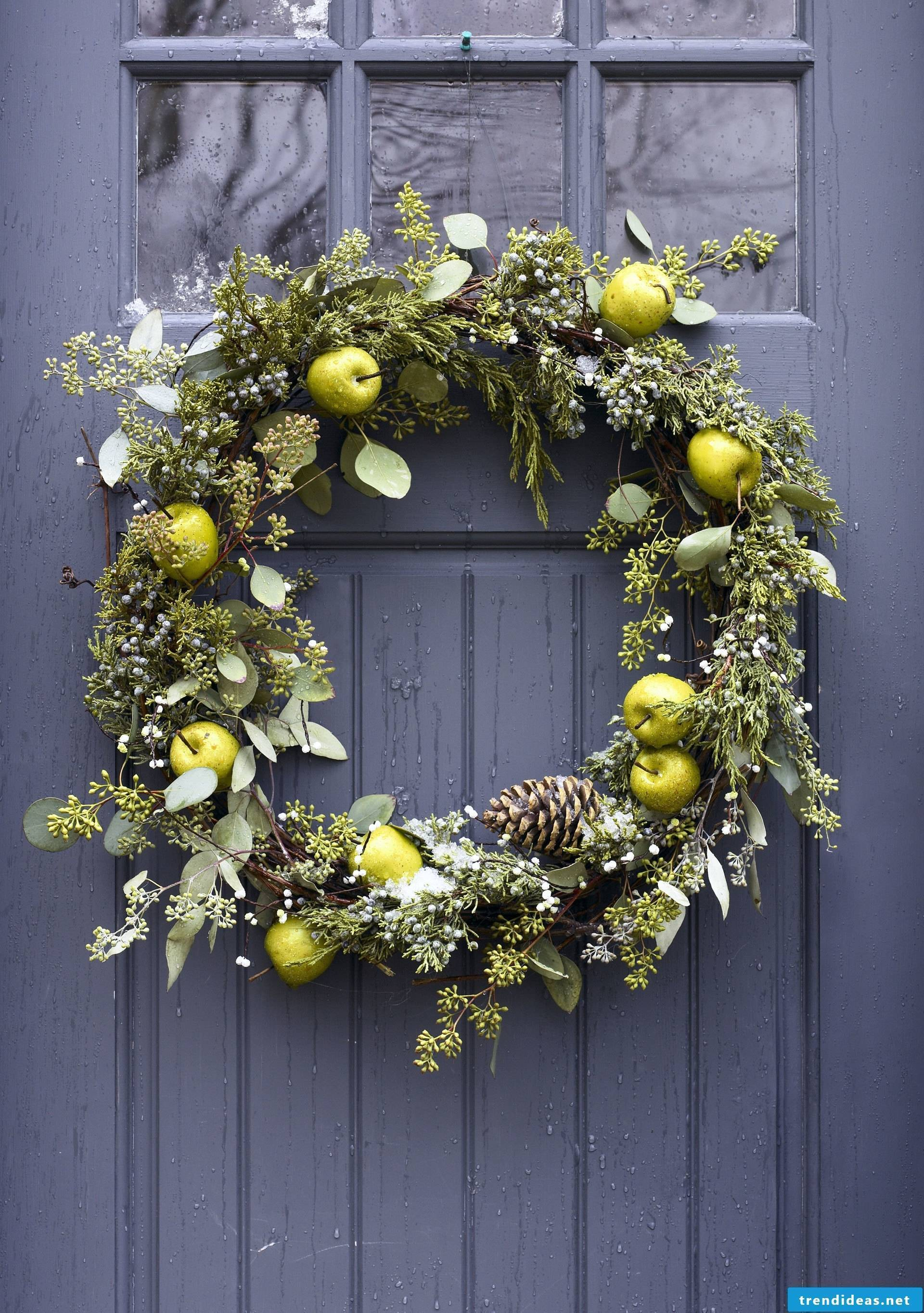 Christmas wreath with fresh apples