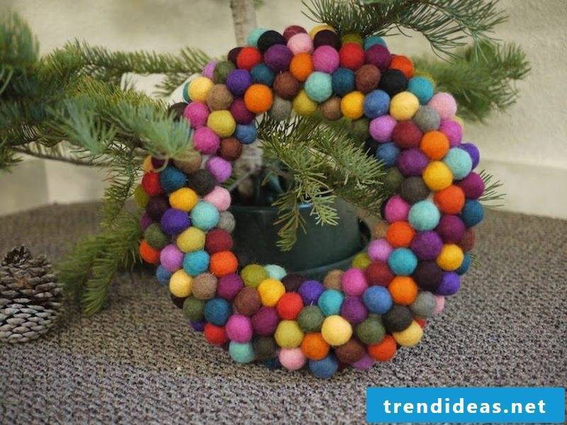 Make Christmas attractive Advent wreath made of felt balls