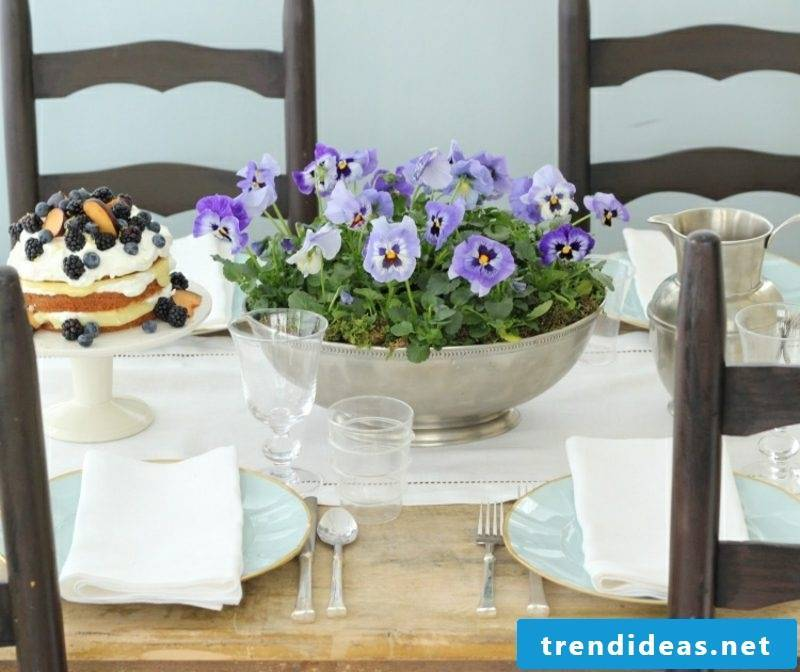 Crafting ideas Spring table decoration fresh flowers