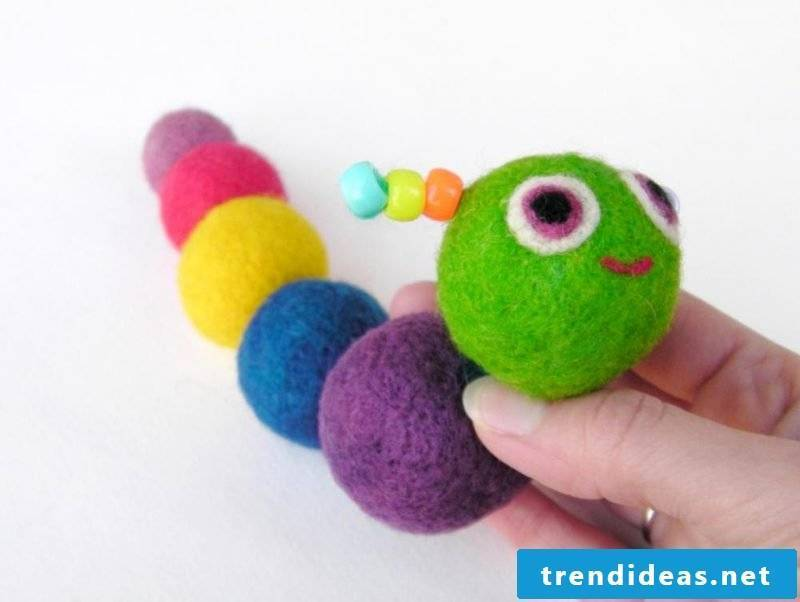 Make felt yourself with felt baby toys - you can see instructions here
