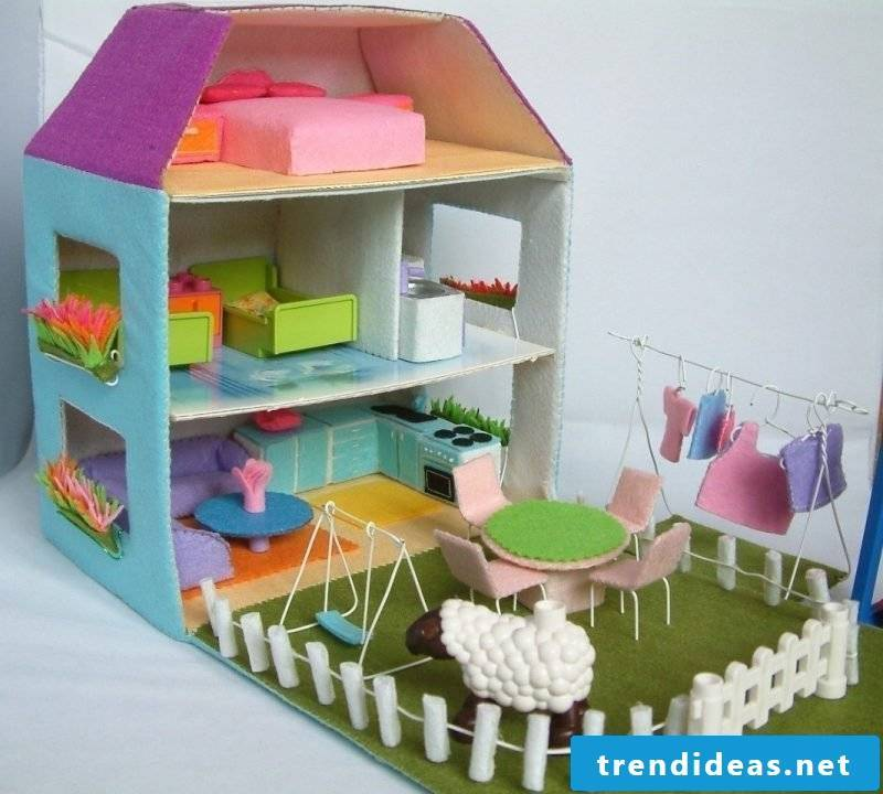 Make a big dollhouse out of felt