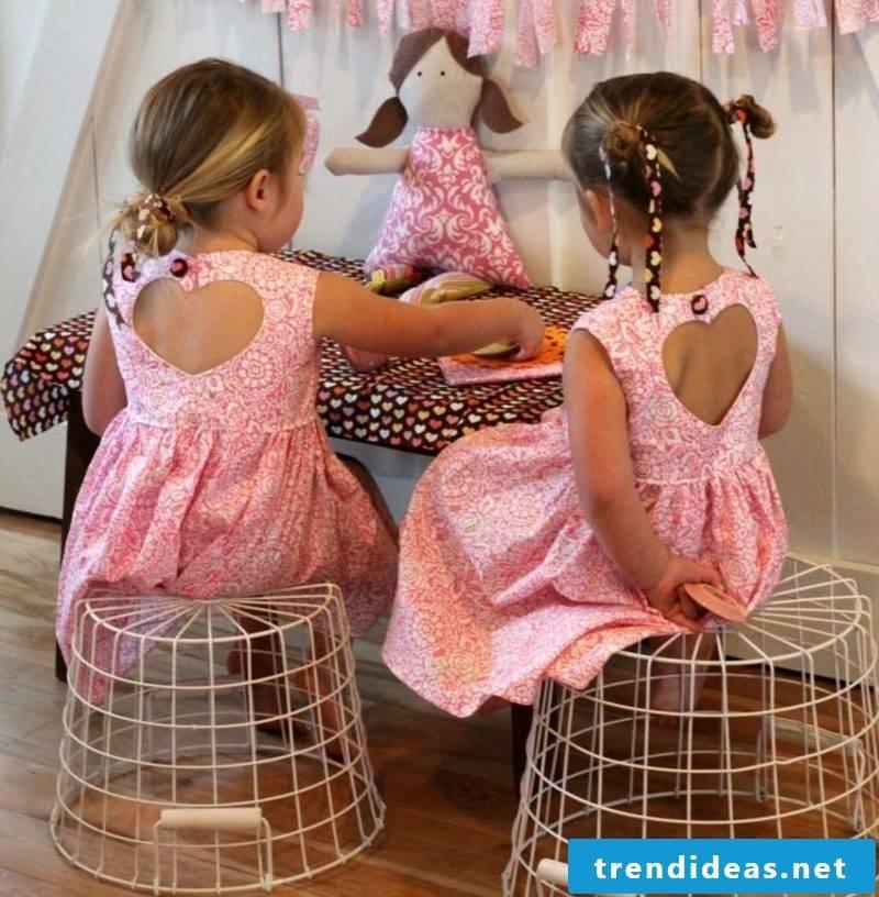 Children's clothing sew original dresses with heart-neckline