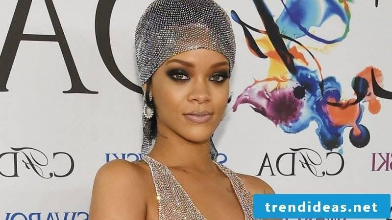 Headscarf tie Rihanna look