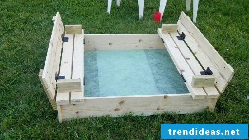 Build sandbox with water