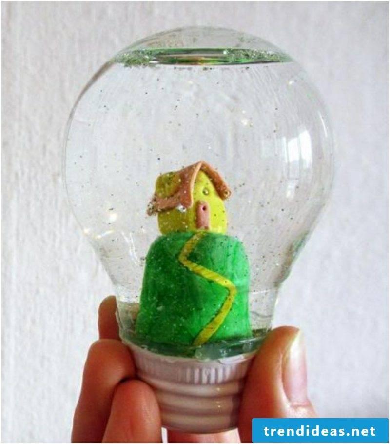 Making snowglobe yourself How light bulb