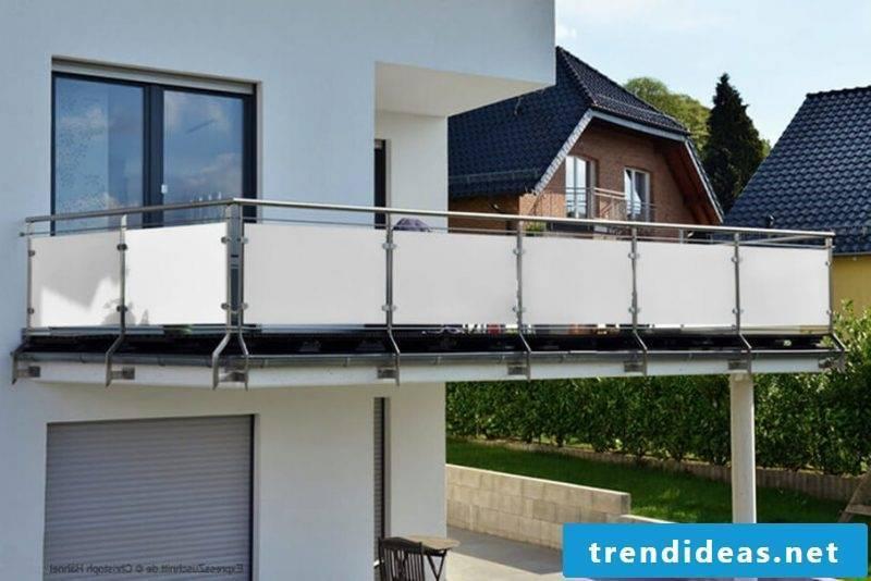 Balcony border plexiglass
