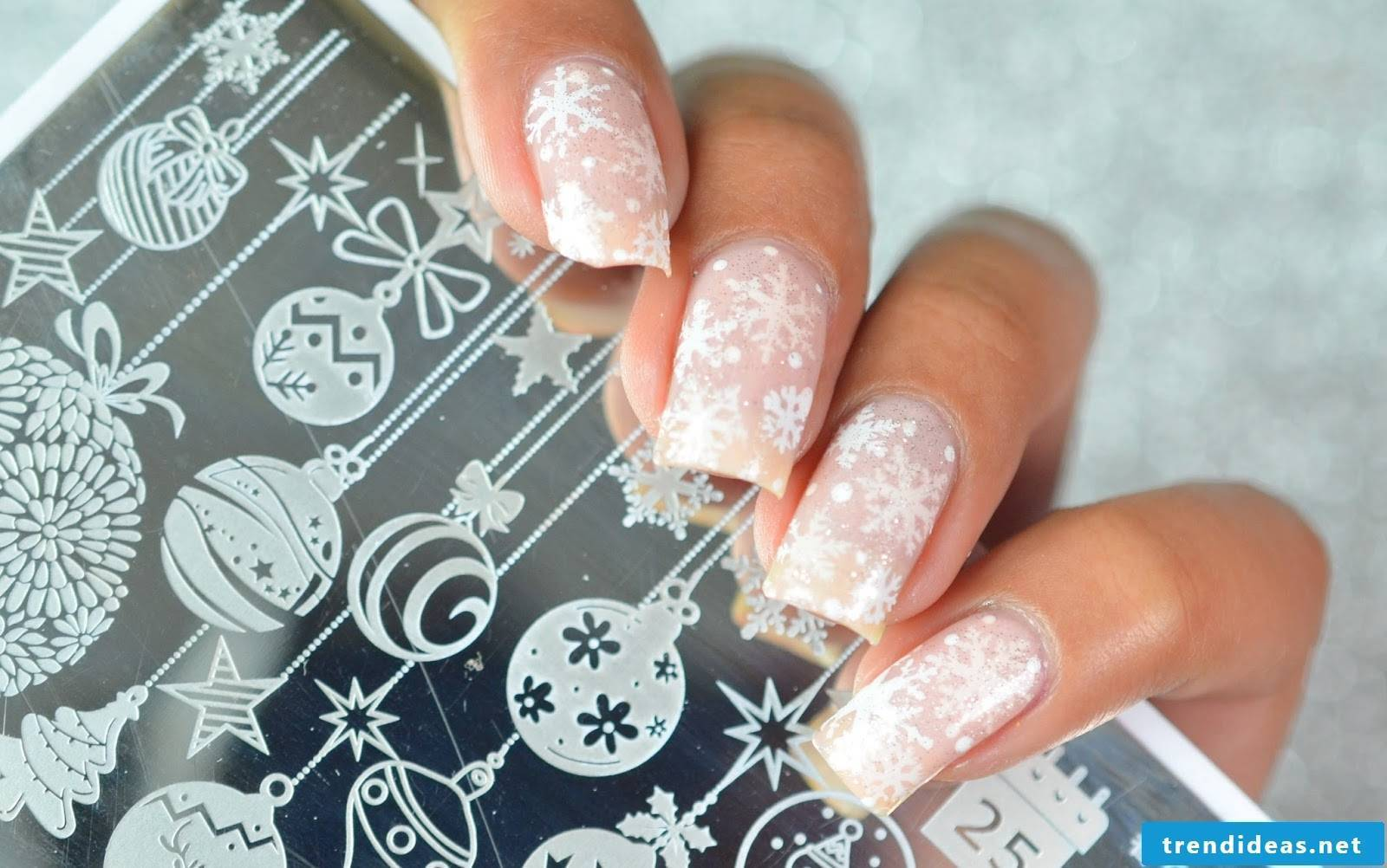 Pictures DIY instructions for christmas nails with snowflake