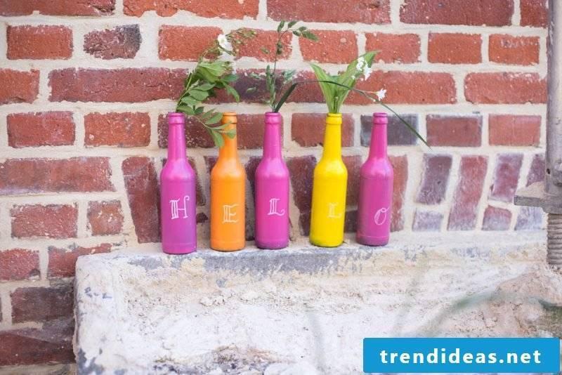 Make vases from bottles yourself