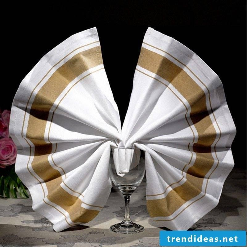 Elegant decoration idea for the table.