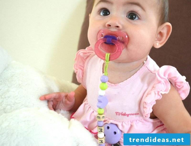 Personalized soother chain with name - the best baby gift