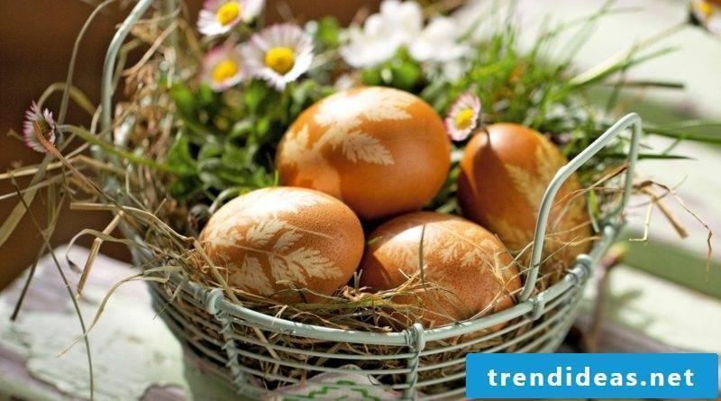Egg with onion peel color technique