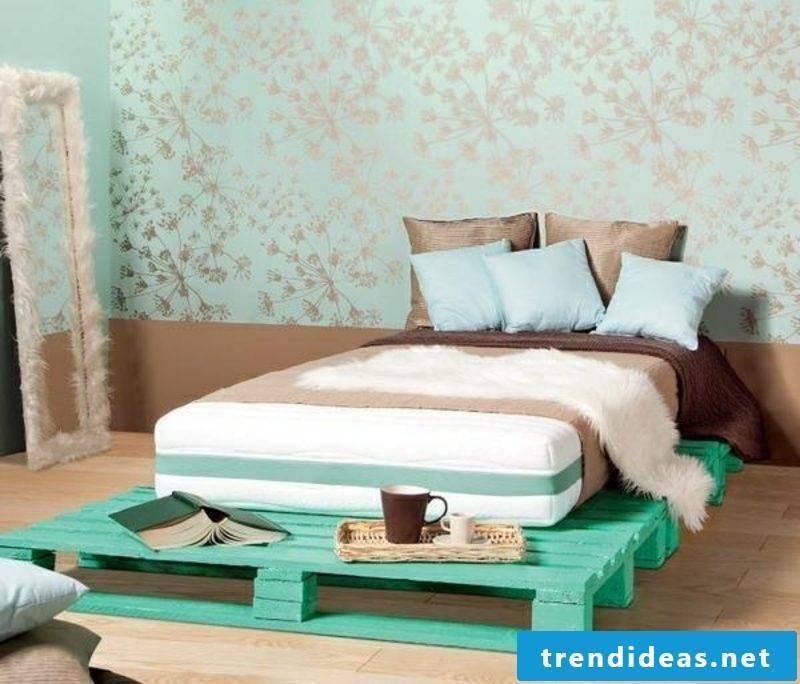 Euro pallets bed in Turkish green modern look
