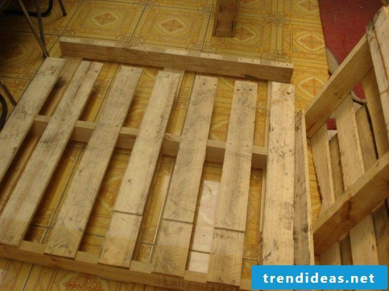 Get DIY pallets bed pallets in good condition