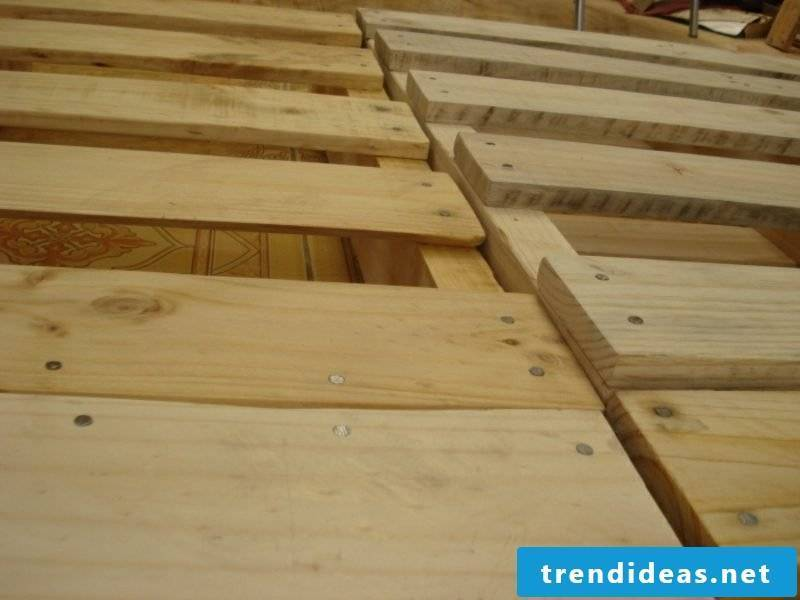 Euro pallets Build your own bed Fix the pallets stably