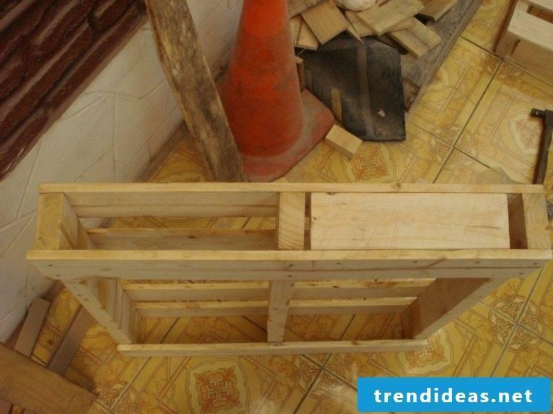 Build DIY Euro pallets bed