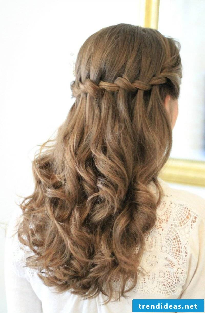 Waterfall hairstyle curly hair