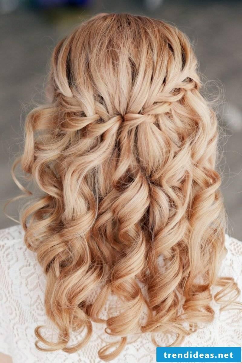 Waterfall hairstyle romantic look