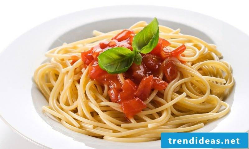 Good Friday holiday recipes pasta with tomato sauce
