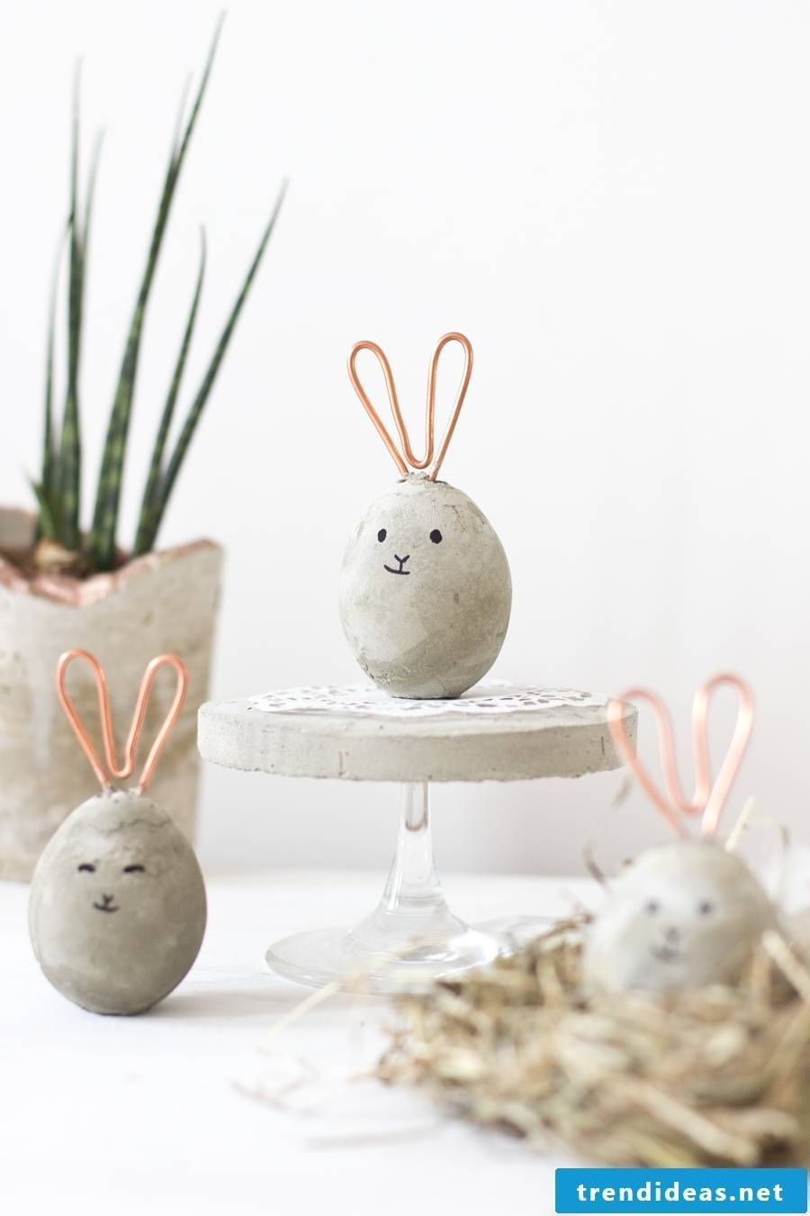 DIY Easter bunnies Craft: Create a beautiful specimen of concrete in the form of the Easter Bunny