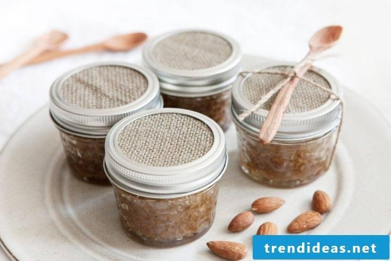 Exfoliate yourself - yoghurt-almond-peeling