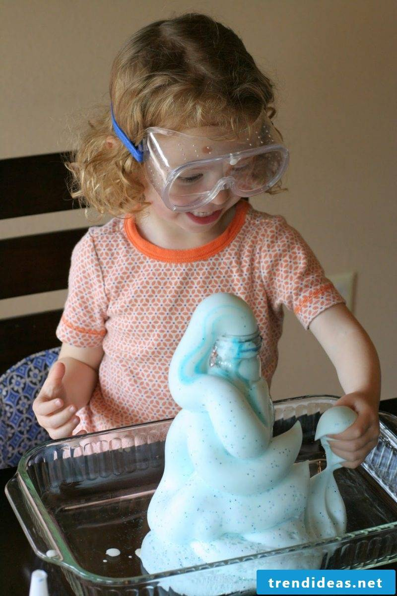 Experiments with children - Elephant toothpaste make yourself