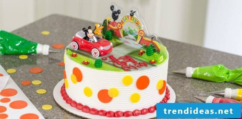 Motif cakes themselves make Mickey Mouse