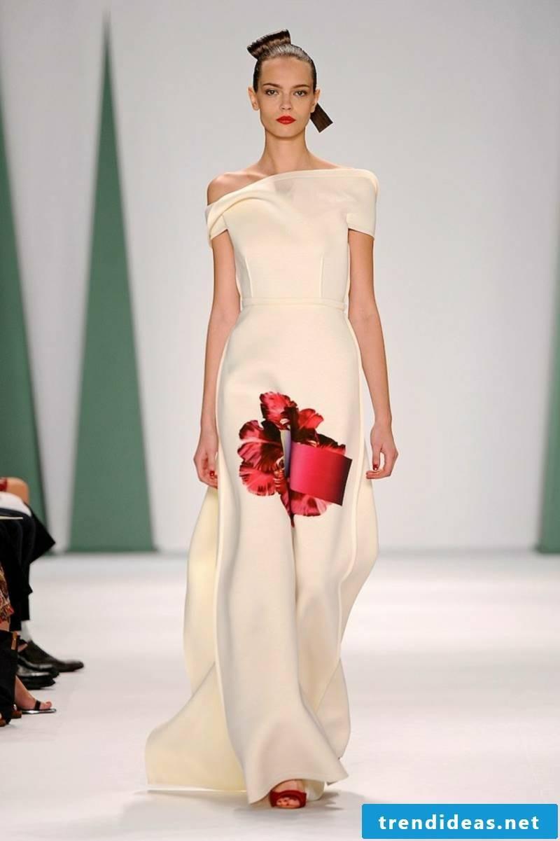 Wedding dress with floral motifs