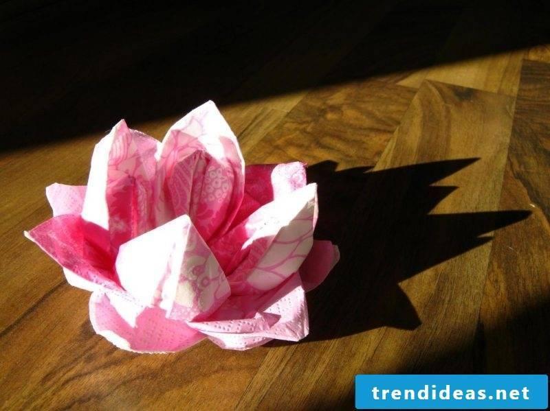 napkin wrinkle seerose-paper