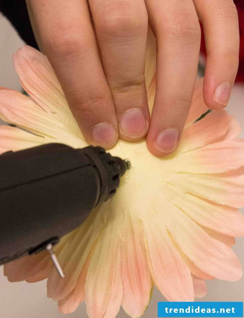 Hair Accessories Flowers: Make Gerbera Hair Spa yourself