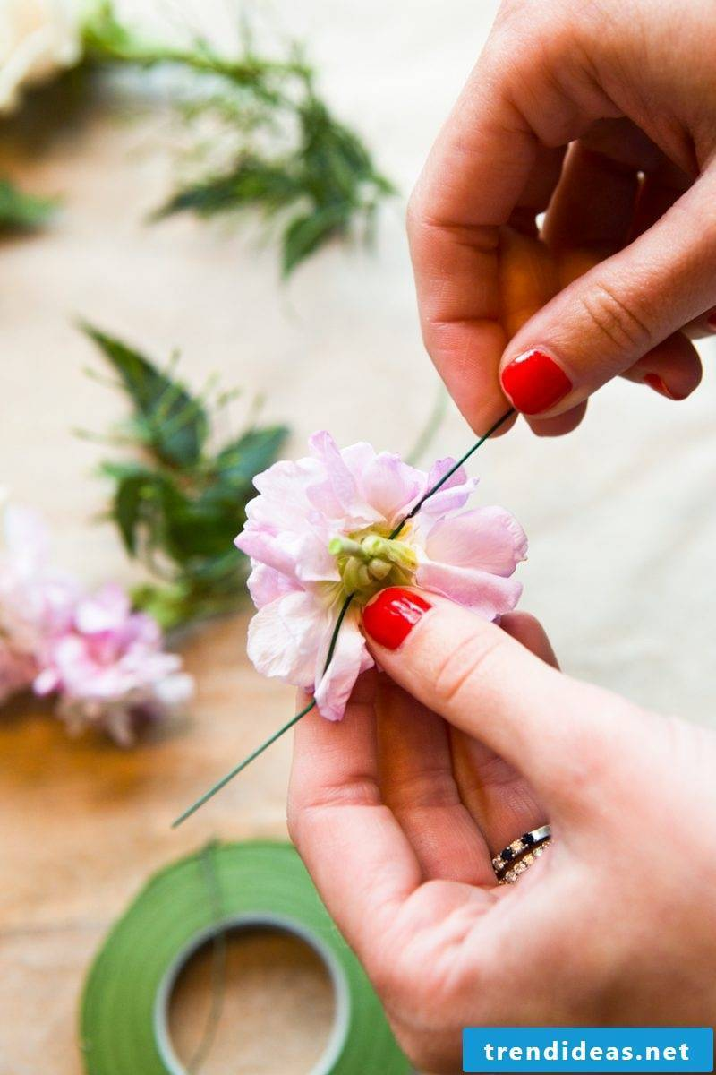 Flower tying floral wreath instructions