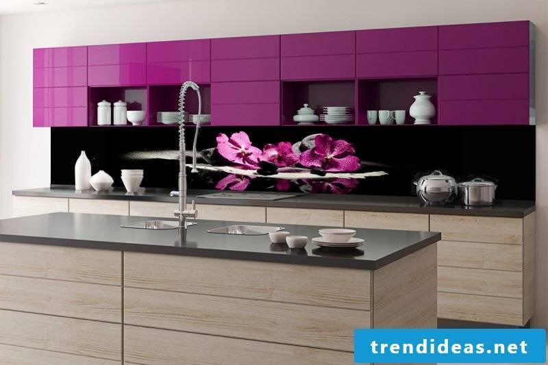 black foil kitchen back wall with purple floral motifs as an accent wall