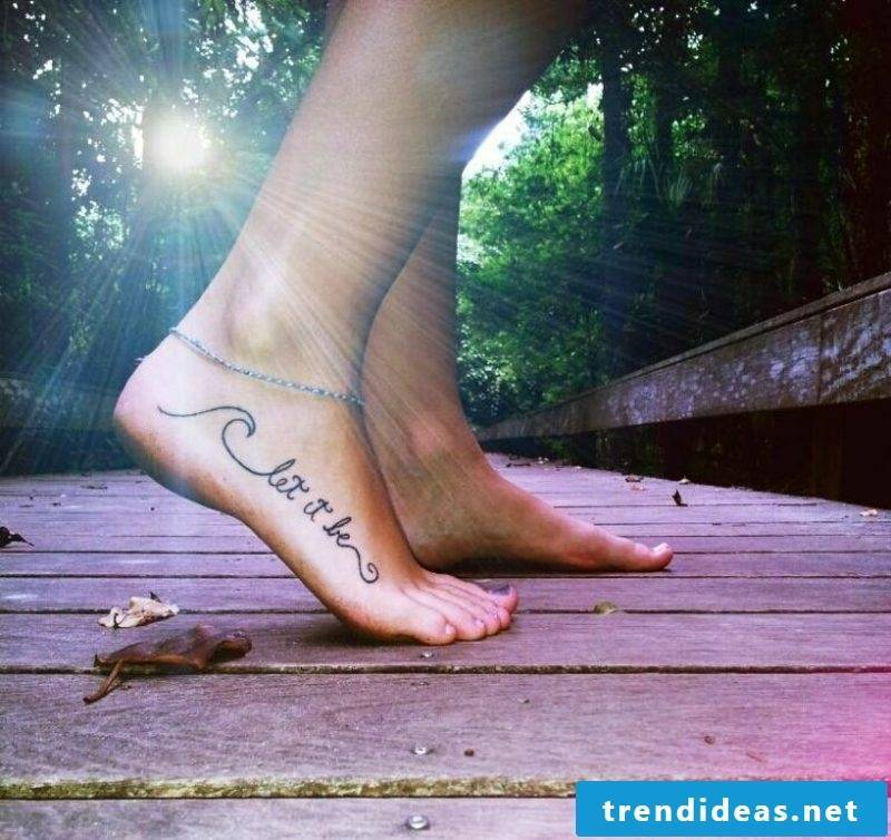 Tatoo lettering handwriting foot side saying